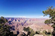 【科罗拉多大峡谷】 科罗拉多大峡谷,科罗拉多河流经并切割亚利桑那州,形成数千米深的峡谷景观,远眺远处