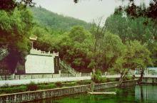 霍泉位于洪洞霍山脚下广胜寺下寺旁,属于灌溉水源,自古有洪赵二县械斗争水之传说,以至于二县人员互不通婚