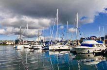 【维多利亚.渔人码头】 曾去过美国旧金山的渔人码头,想不到在加拿大维多利亚也有个渔人码头,沿着议会大