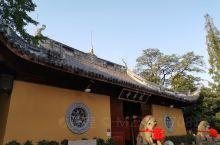 想心静,去哪儿待会儿?无论信佛与否,在寺庙可以寻得特有的宁静、祥和、虔诚的气氛。  龙华寺是上海地区