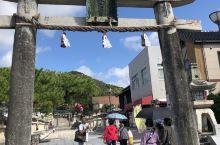 防府天满宫是位在日本山口县防府市的神社。,里面供奉着作为学问之神而备受尊崇的菅原道真,与京都的北野天