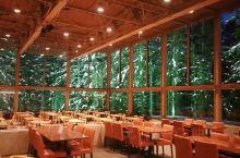 爱丝森林餐厅网红打卡之地,吃过晚饭,继续夜游度假村,室外零下37摄氏度,烤烤棉花糖……水之教堂、微笑