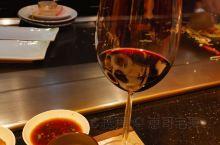 日系服务铁板烧~  位于上海黄浦区茂名南路58号花园饭店,一家日本人开的酒店。山茶花坐落于花园饭店3