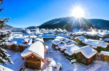 雪乡,位于中国黑龙江省牡丹江市,坐落在双峰林场中心,这里每年十月瑞雪飘飘,冬季积雪厚度可达2米深,雪
