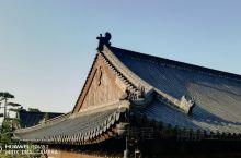 古观音禅寺,唐太宗李世民亲种一棵银杏树距今1400多年历史。 深秋金色杏叶山峦层叠,映射古寺居山环绕