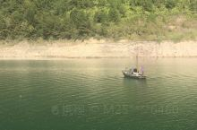 千峡湖游船看渔翁撒网鸬鹚捕鱼。