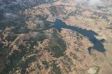 从亚利桑那老人城菲尼克斯飞往圣何塞的飞机上。