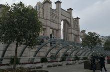 """中国最具建筑特色的城市商业步行街,拥有中国最丰富的商业内容,被誉为""""中国第一商业街""""。 主体采用民国"""