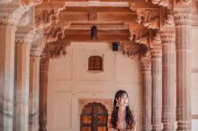 """印度美轮美奂浪漫至极的""""万镜之宫"""" 镜宫,也叫""""万镜之宫"""",整个宫殿都是镂花雕彩,门扉窗棂构以艺术图"""