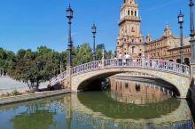 西班牙最美广场之最……非塞维利亚莫属……外表平庸带着年代感的外墙,内里却是令人惊叹的丽华……由此可见