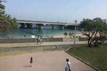 冲绳那霸的护国寺后面,有个小沙滩!还有一个类似于警察公墓一样的区域