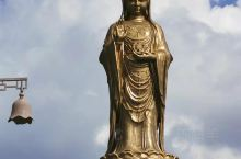 著名的旅游胜地。很多香客慕名而来。祈求平安幸福,健康快乐等等。阿弥陀佛