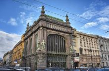 涅瓦大街是圣彼得堡的主街道,建于1710年,全长约4.5公里、宽25至60米,从涅瓦河畔的海军总部一