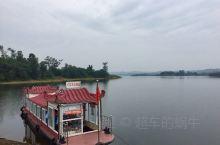 泛舟湖面,黑龙潭是个逍遥地。