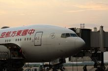 那霸机场位于日本冲绳县,每年有大批旅客进出该机场。那霸机场专业的保障能力,吸引了众多航空公司在该机场