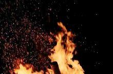 在母爱树农家乐门口篝火晚会真好 龙门场古银杏