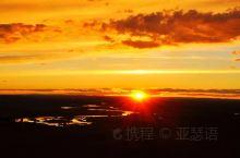 去草原看日落。呼伦贝尔市,以境内呼伦湖和贝尔湖得名。市境内的呼伦贝尔草原是世界四大草原之一。这里地域