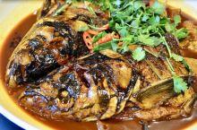 千岛湖上巨网捕胖头鱼,蹦出水面的一个个鱼头,这个浓汤炖那个红烧焖。因为是有点甜的农夫山泉里养大,这里