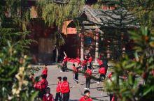 冬季 少林寺  半日游,我还是挺喜欢师傅们的僧袍,感觉很暖和。中午去武馆看了少林武术表演,气功表演越