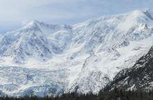 米堆冰川位于波密县玉普乡境内,距县城103公里,离318国道8公里,最近的村庄离此地仅有2公里,是西