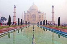 泰姬陵1983年被列入世界遗产名单。 世界遗产委员会的评语:泰姬陵是一座白色大理石建成的巨大陵墓清真