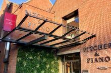 #乌斯河畔的一家餐厅#    约克古城是北英格兰的中心,有着将近两千年的历史。 这里是除伦敦以外游客