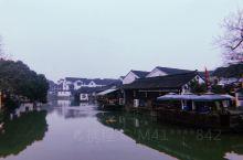 同里——江南烟雨中 2020年旅行的第一站——苏州。 我选择在同里古镇度过本次旅行的最后一天。 淡季