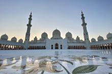 阿布扎比清真寺 排队免费取号参观,在电子设备上填完一些基本信息即可拿到一个二维码,二维码需要保留好,