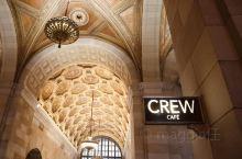 这栋1926 年曾是大英帝国摩天大楼的皇家银行时髦变身:Crew Collective & Café