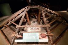 维多利亚艺术博物馆的展厅很吸引人,前来观赏的人很多,这里有关于这个国家的历史故事,也有国家的现情介绍