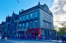"""爱丁堡的""""大象咖啡馆""""  来爱丁堡你一定要到""""大象咖啡馆""""坐一坐, 这间咖啡馆之所以成为网红, 还是"""