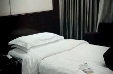 酒店挺不错,还有免费的小吃,服务员张丹香热情专业周到。