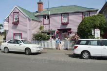 新西兰的Akaroa,有名的法国小镇,据说是因为法国船长在最早在这里登岸。从基督城开车一日游,相对比