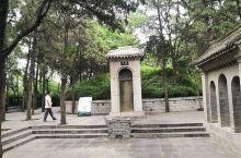 洛阳龙门石窟的白居易墓