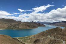 羊卓雍错湖是西藏地区的三大圣湖之一,这里景色风光无限,地址是位于雅鲁藏布江南岸、浪卡子县的境内。羊卓
