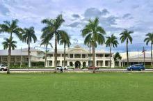 菲济首都苏瓦斐济太平洋酒店,富有英国殖民地色彩,已经有106年历史。它背向着无际的菲济海,坐在咖啡厅