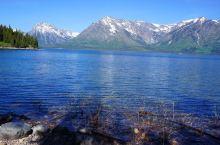 大提顿国家公园五 大提顿国家公园:位于美国怀俄明州西北部壮观的冰川山区,1929 年建立,占地125