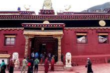 """德格印经院是素有""""藏文化大百科全书""""、""""藏族地区璀璨的文化明珠""""。德格印经院,1996年由中华人民共"""