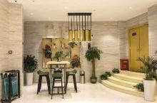 城市便捷酒店环境优美,地理位置好,交通方便,房间舒适卫生,服务人员很热情,乐于提供各种帮助,早餐丰富