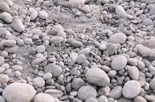 原来和田玉是来自于玉石河,看着和其它也没区别,这真的要靠经验!