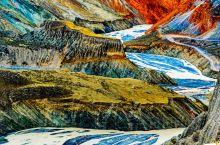 奎屯河大峡谷位于新疆奎屯市南面,深度与安集海大峡谷相当。         地形险峻、悬崖绝壁、奇峰异