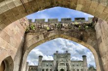Carlisle,Penrith 同属坎布里亚郡。郡內的景点有Lowther Castle-英国贵族