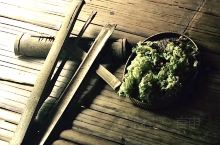 大马探亲之旅22、锯竹片取火  由杜顺族繁衍而来的沙巴龙古斯族人,男主外,女主内,做饭烧菜是女性的专