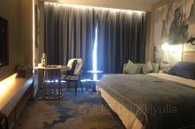 酒店环境优雅,中式简朴风,床品舒适,尤其是前台3号接待员,体贴周到的服务令人如沐春风!