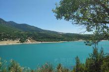 圣十字湖是法国南部普罗旺斯地区最美的湖泊