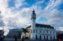 瓦伦西亚港口,湛蓝的天空,变化莫测的云彩,太美了。强烈推荐瓦伦西亚艺术科学城,现代感十足的建筑,有一