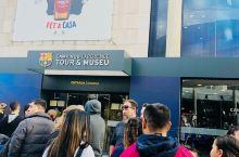 来到巴塞罗那,必定要拜访诺坎普球场,早上十点准时开放,门票可以现场买,也可以携程买,电子票扫码进入,