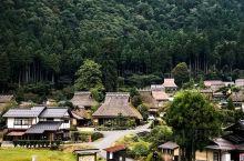 日本三大合掌聚落【美山町合掌村】  茅葺(kayabuki) ,是日本的一种房屋搭建模式,主要是泛指