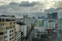 在家呆着哪儿都去不了,发发老照片。 乌云笼罩下,傍晚的 胡志明市·越南