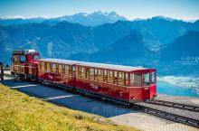 奥地利 | 坐古老齿轨火车 看七湖盛景